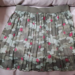 Girls Pleated, Camouflage/Flower Skirt Sz. M (7-8)